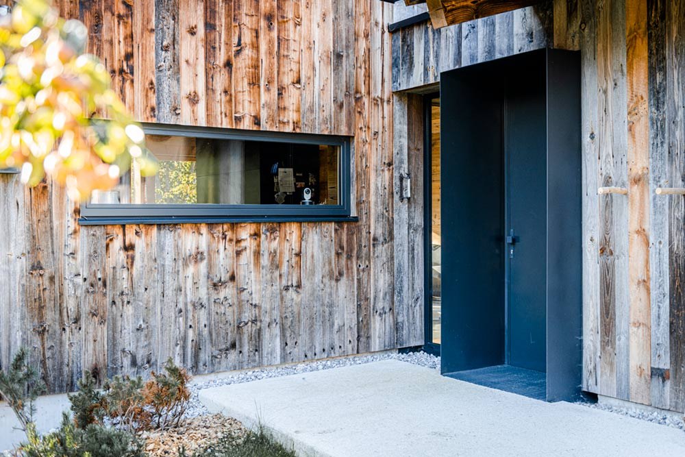 moderne Eingangstür- und Fensterverkleidung